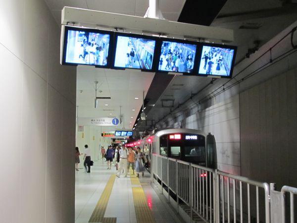 10両編成最後部へのITVモニタ設置が完了した元町・中華街駅