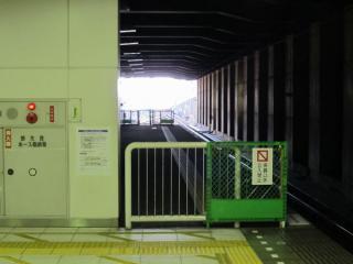 ホーム延長工事が完了した日吉駅の横浜方。