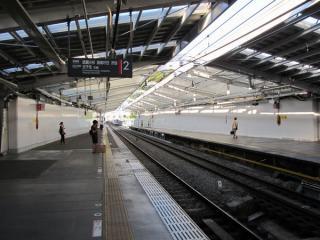 渋谷方に延長された綱島駅ホームの屋根
