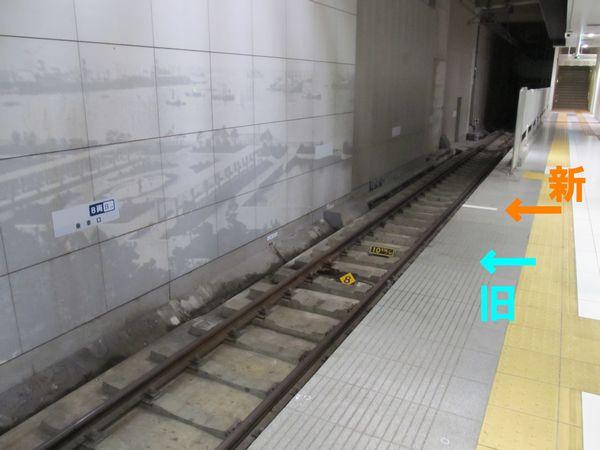 元町・中華街駅1番線終端側の状況。奥の壁面は10両編成の停止位置も貼り付け済みとなっている。