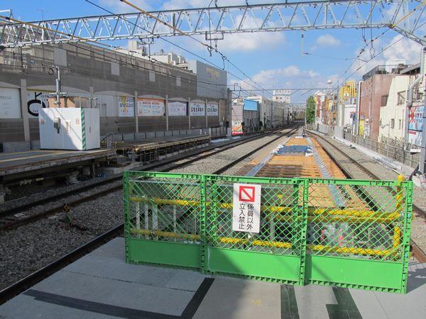 延伸工事中の自由が丘駅ホーム。