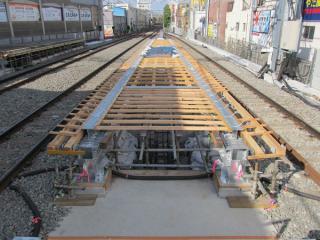 下り線側で進むホーム床コンクリートの型枠製作