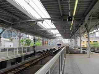 武蔵小杉駅の渋谷方に延長されたホーム。ホーム本体・屋根ともに完成している。