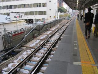 上り線ホーム渋谷方の拡幅前(4月21日)。
