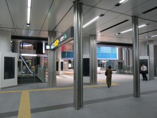 地下3階の副都心線連絡口(15番出入口)