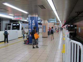 小竹向原駅では西武6000系とも顔をそろえた。