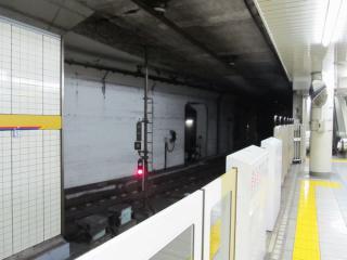 市ヶ谷駅有楽町線ホーム和光市方にある南北線との連絡線。