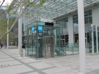 豊洲フロントビル前に新設された1c出入口。