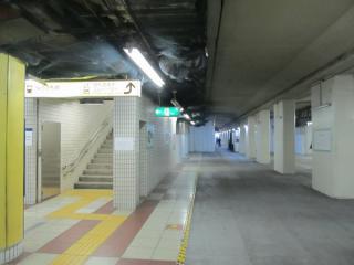 池袋寄りの階段は元の位置のまま据え置かれる。