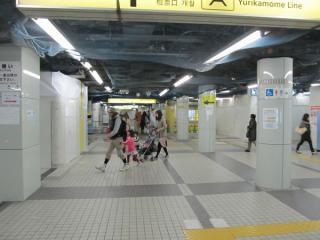 地下1階の改札口。