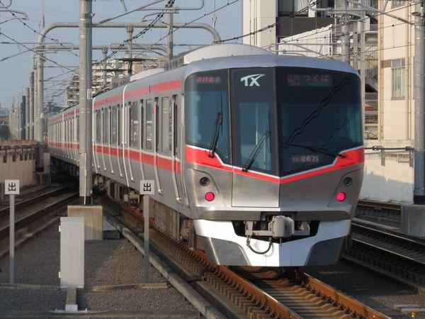 2012年に増備されたTX-2000系(2171編成)