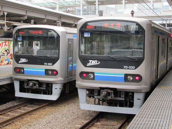 大崎駅に停車中の東京臨海高速鉄道70-000形。