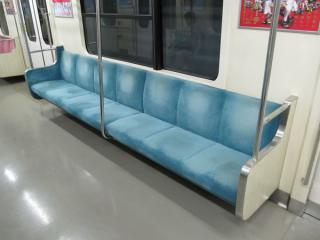 新製時から使用されている水色の座席モケット