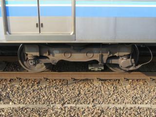 先頭車・付随車のKW152形台車。209系のTR246形と同仕様。