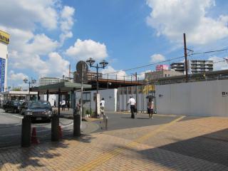 駅前ロータリーから浦和駅西口を見る。前回残っていた駅舎は完全に取り壊され、姿を消した。