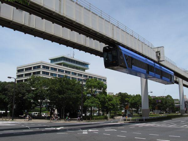 【クリックで拡大】千葉市役所脇を行く「URBAN FLYER 0-type」