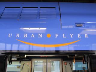 各乗降ドア上部に描かれたURBAN FLYERのロゴ