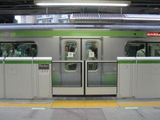 恵比寿駅で先行使用を開始しているホームドア