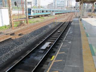 ホームドア連動用地上子が設置された品川駅2番線。