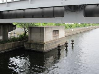 品川運河左岸にある若潮立坑建屋