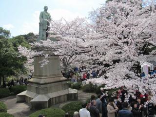 田安門前にある品川弥二郎像付近の様子