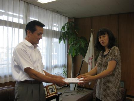 2012-07-10 吉川市役所(署名提出)001-02s