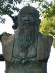 久留米墓地の顕彰像