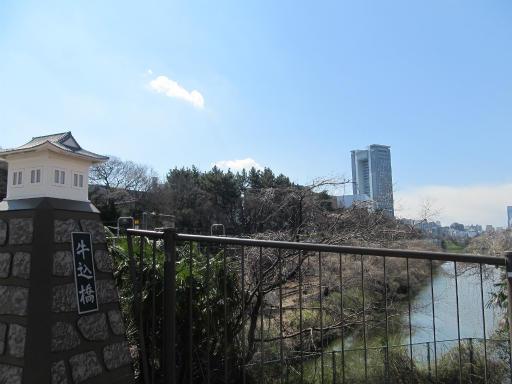 20120326・東京散歩9-21空01・飯田橋