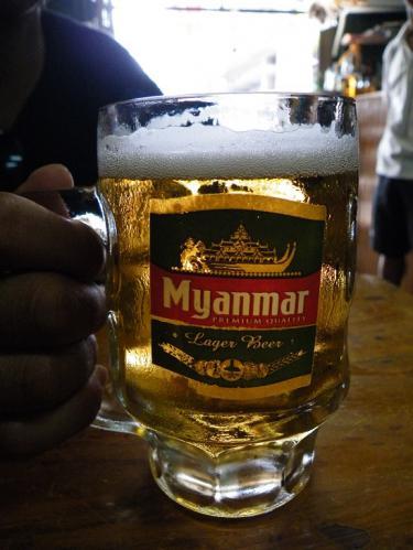 ヤンゴンのミャンマー生ビール