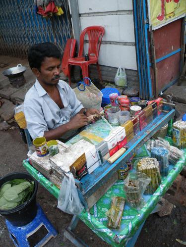 ヤンゴンのタバコ屋のおっちゃん