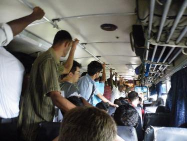 キャンディへ向かうバス
