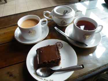 ヌワラエリアの紅茶とケーキ
