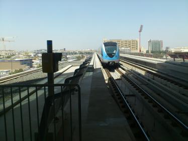ドバイの無人運転鉄道
