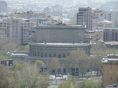 カスカードからのオペラハウス