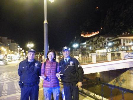 警官と写真