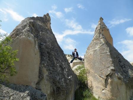 岩の間の少年2