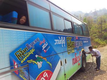 バガンへのバス