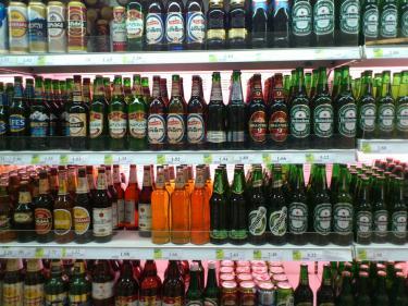 トリビシの路上でビール