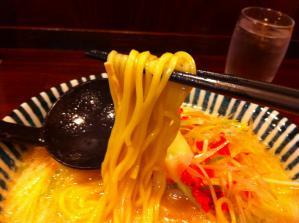 めんや 薫寿 らーめん 麺アップ