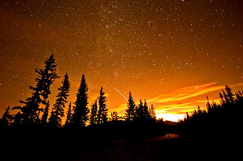 オレンジの空と流星image