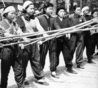 竹槍訓練の婦女子image