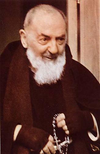ロザリオを持つピオ神父image