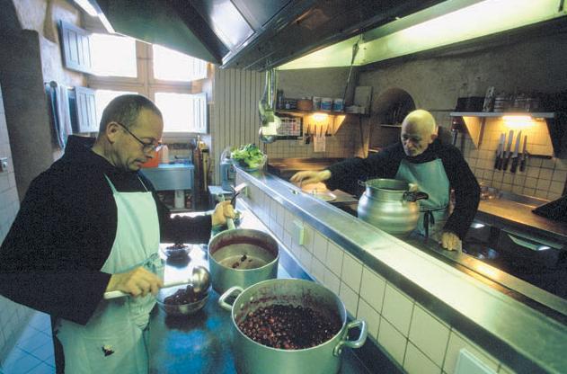 修道者の食事準備image