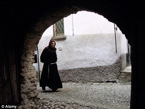 修道者道を行くimage