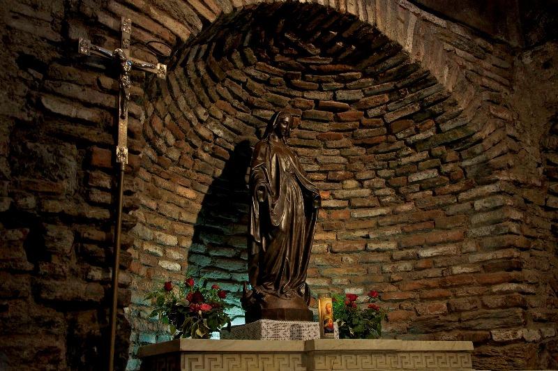 聖母マリアの家の聖母像image