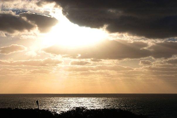 嵐のあとの光りと影のimage