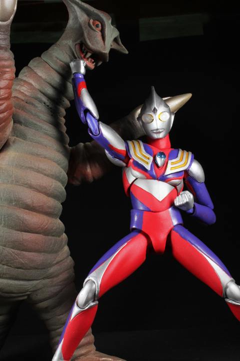 UA_ultramantiga_30.jpg