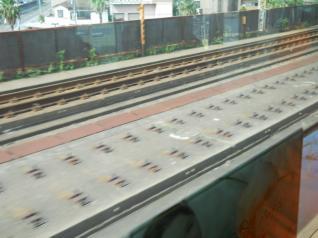 京葉線から未使用のスラブ軌道
