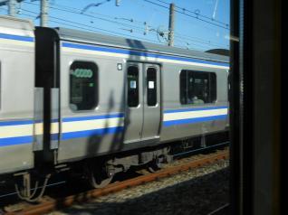 横須賀線E217系と並走