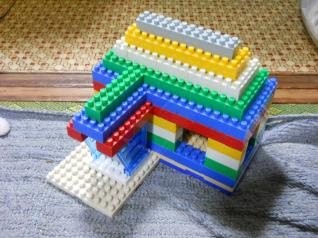 ダイヤブロック玄関屋根付きの家